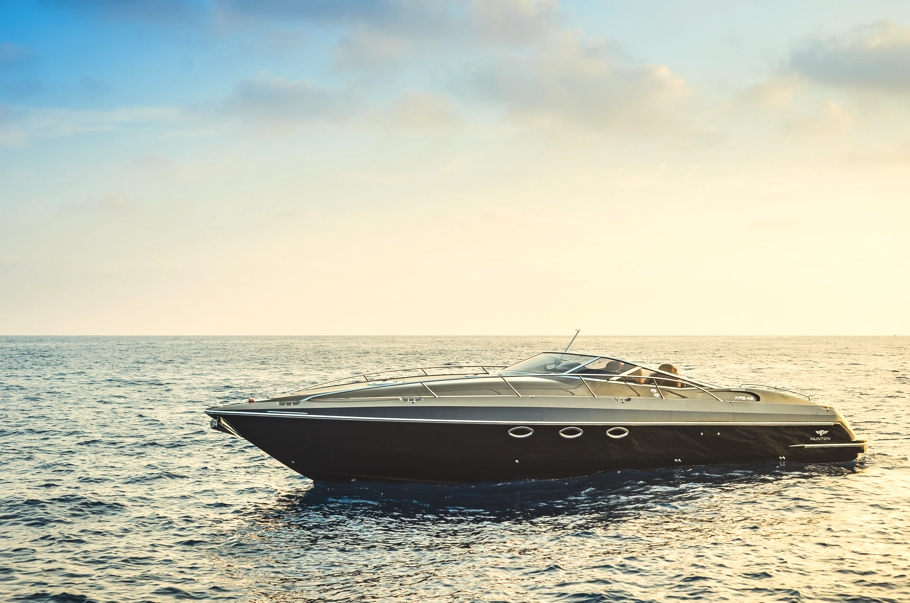 Luxury-powerboat-Hunton-Adelto_0005