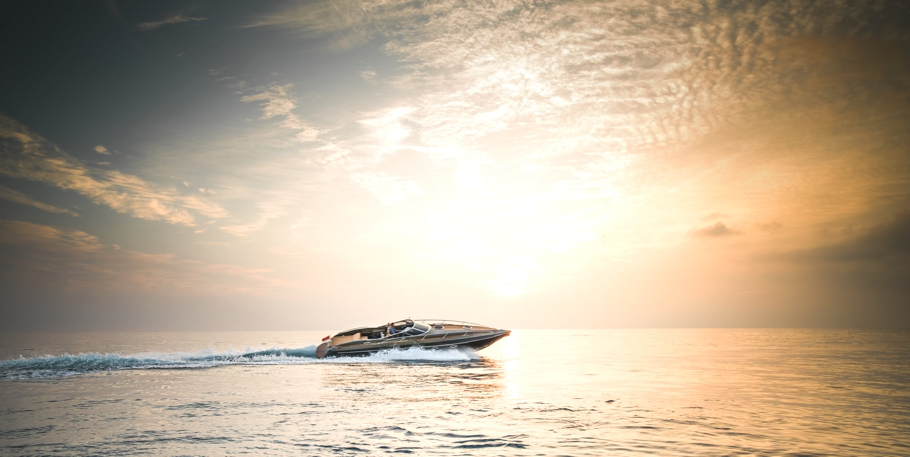 Luxury-powerboat-Hunton-Adelto_0006