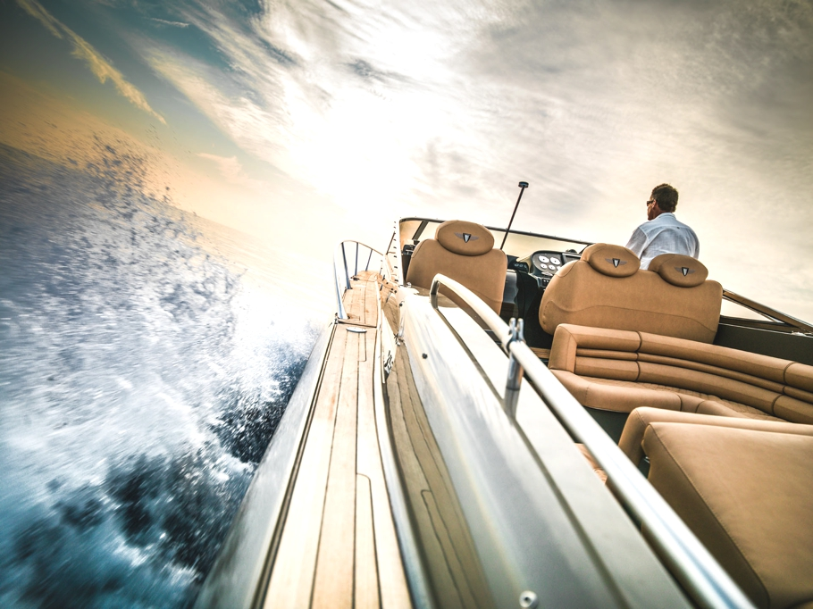 Luxury-powerboat-Hunton-Adelto_0007