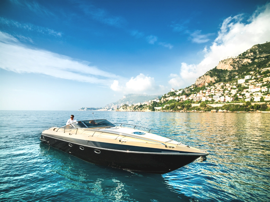 Luxury-powerboat-Hunton-Adelto_0008