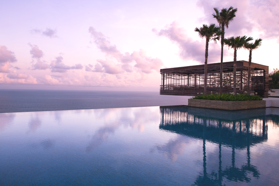 Best-Swimmimg-Pools-In-The-World-Adelto_00