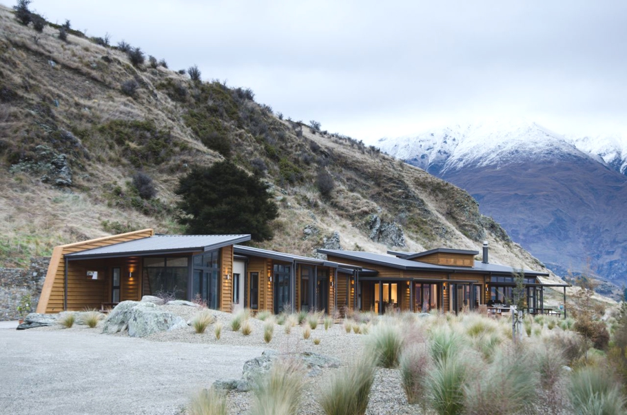 Contemporary-Interior-Design-Wanaka-New-Zealand-Adelto_01