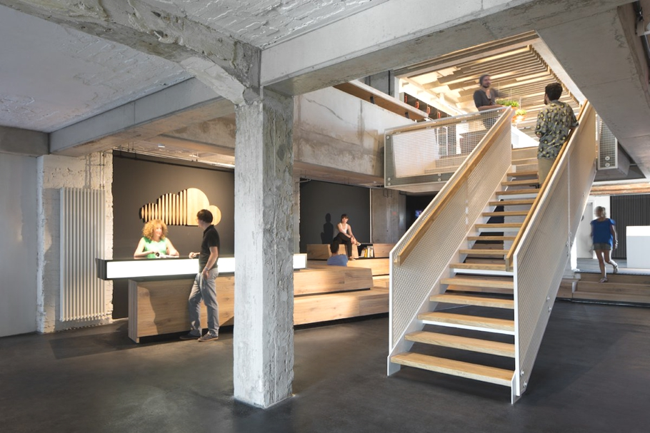 contemporary-office-design-soundcloud-berlin-germany-adelto_01