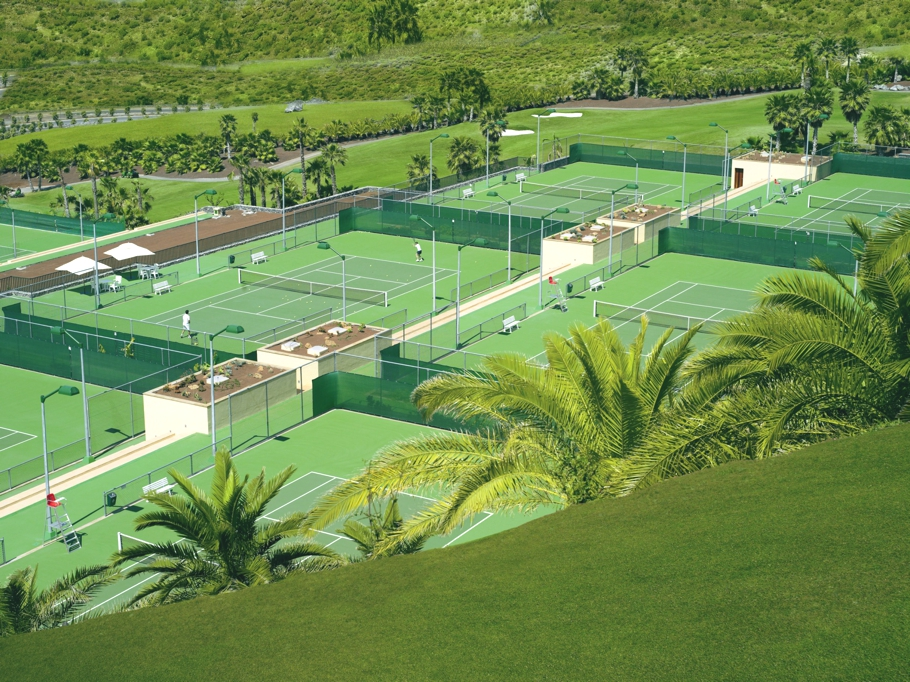 tennis-inspired-holidays_00
