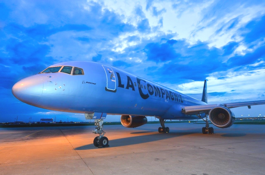 New business class airline launches paris to new york for Flights to paris from new york