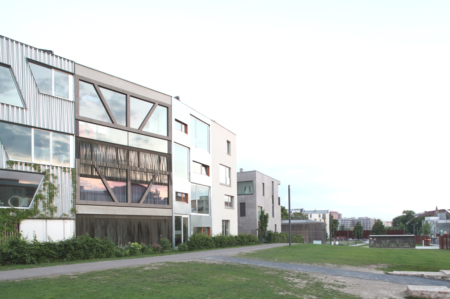 contemporary-homes-berlin-germany-adelto-00