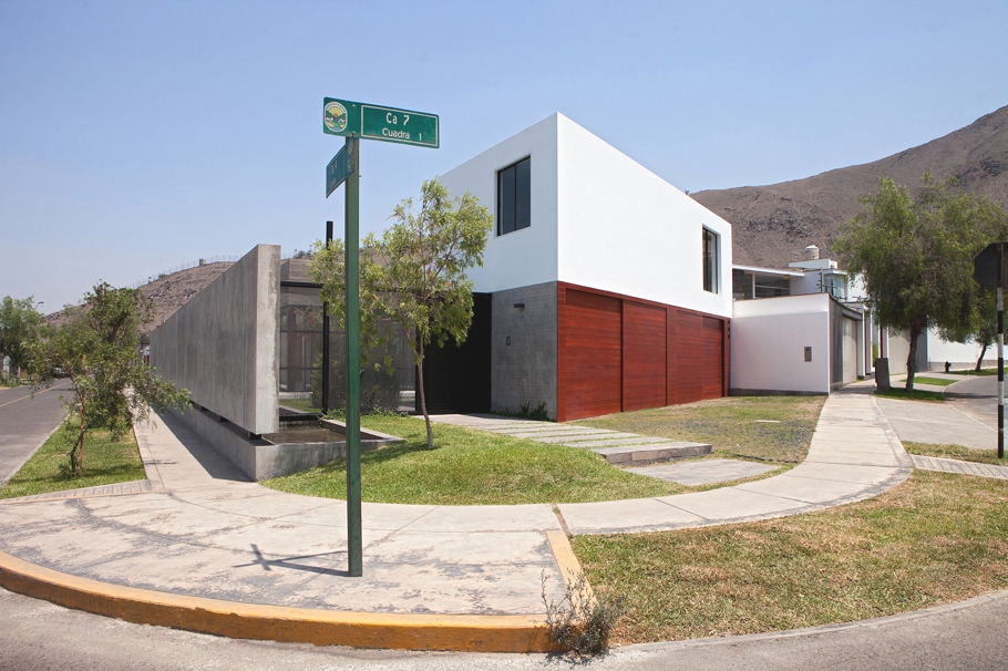 contemporary-housing-design-lima-peru-adelto_00