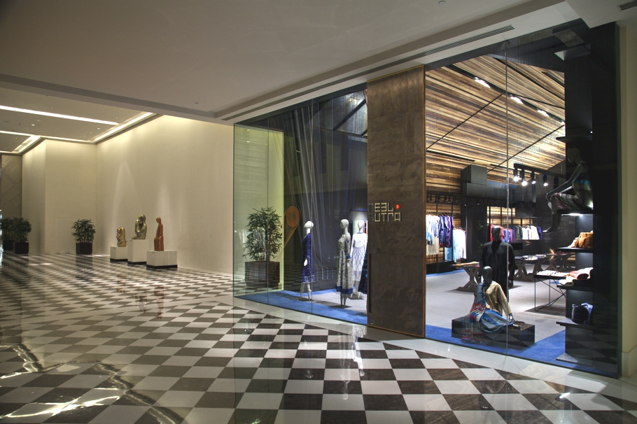 luxury-fashion-store-new-delhi-india-adelto_0000