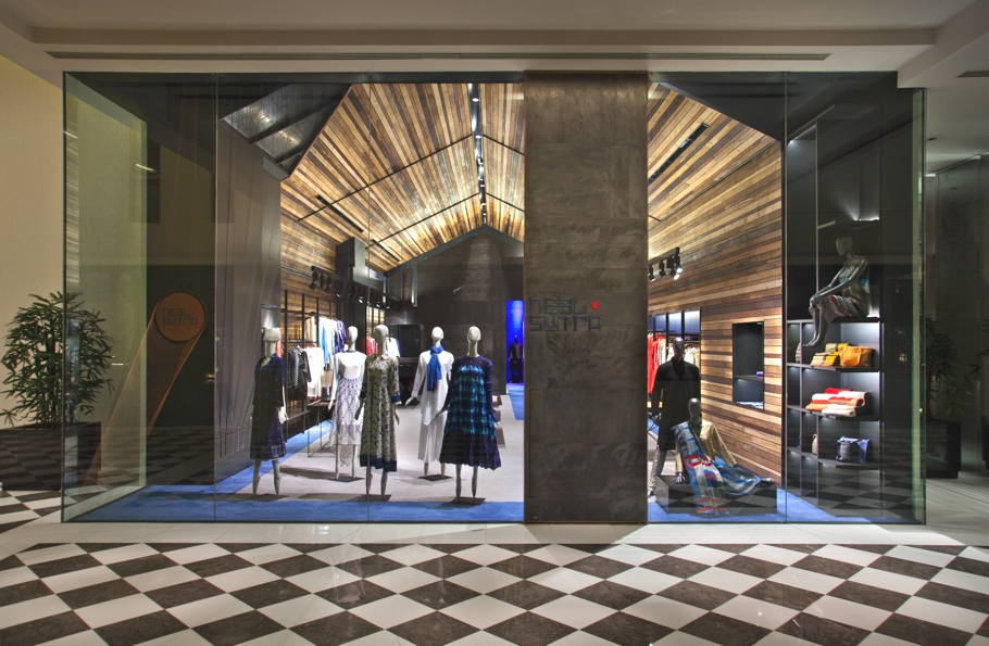 luxury-fashion-store-new-delhi-india-adelto_0001