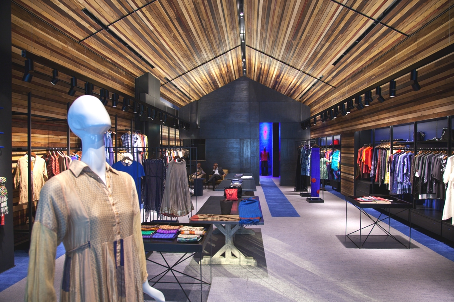 luxury-fashion-store-new-delhi-india-adelto_0005