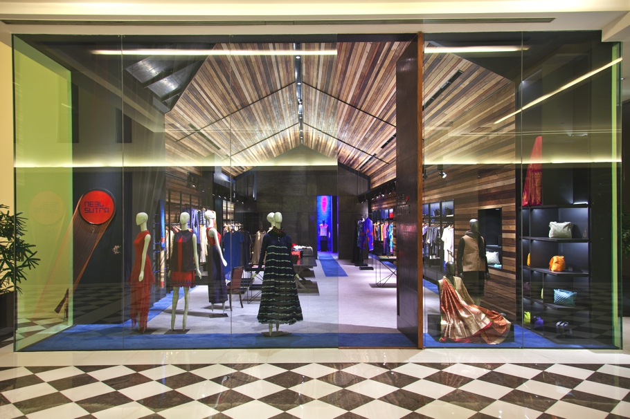 luxury-fashion-store-new-delhi-india-adelto_0007