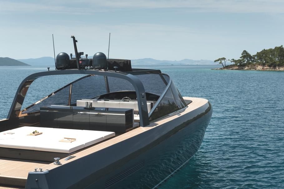 luxury-yacht-alen-68-adelto-01