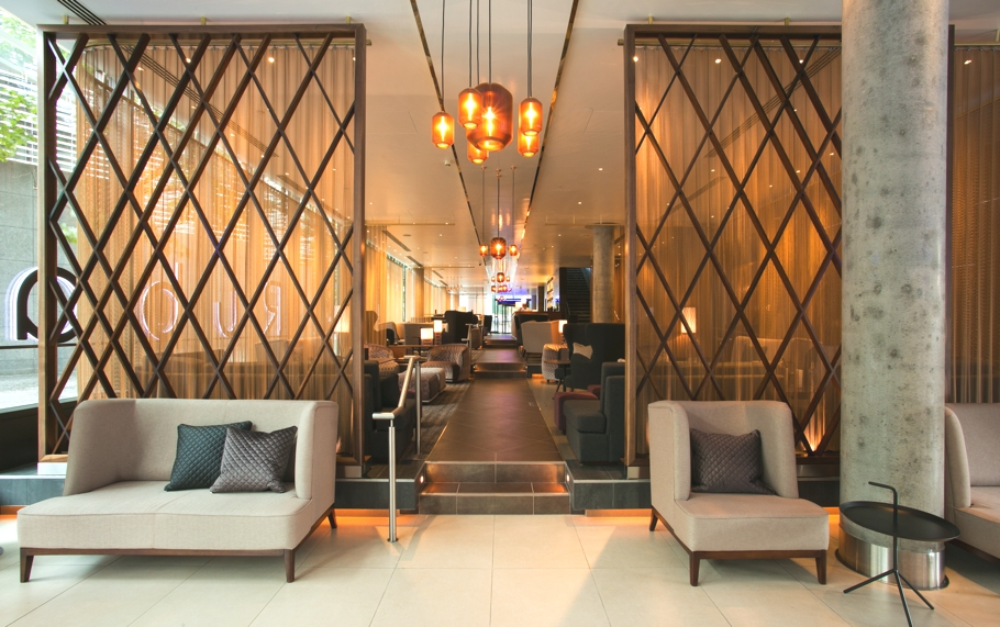 Luxury-bar-design-london-hilton-tower-bridge-adelto-00