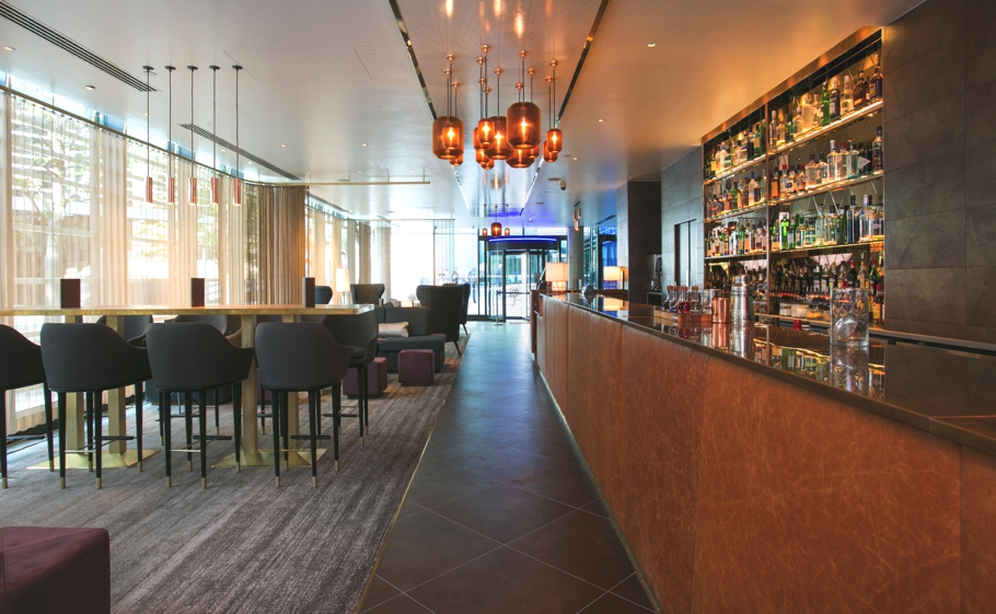 Luxury-bar-design-london-hilton-tower-bridge-adelto-08