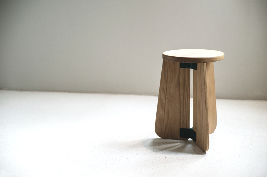 contemporary-stool-and lamp-design-adelto-00