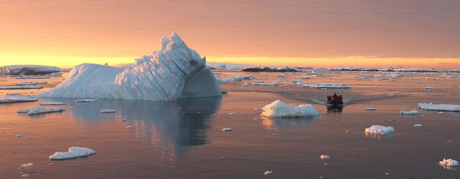 luxury-holiday-antarctica-adelto-00