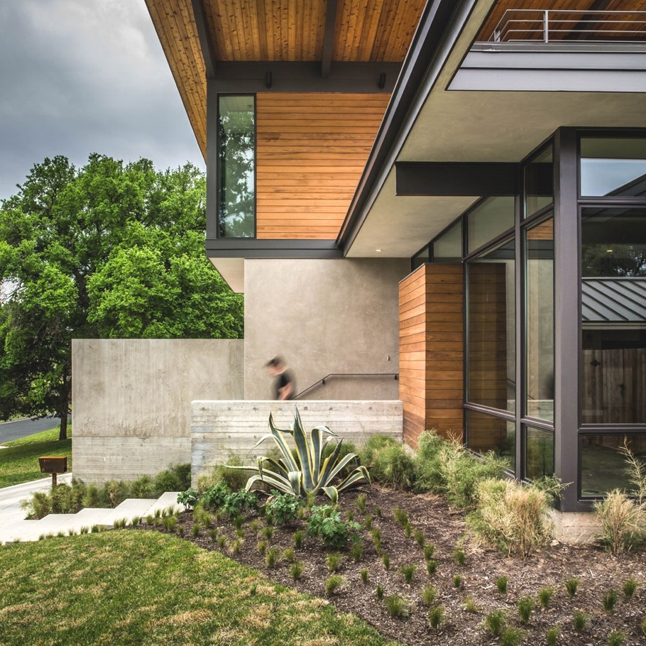Barton hills residence a luxury home in austin texas for Mid century modern architects houston