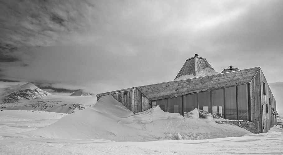 norway-remote-mountain-lodge-adelto-0004