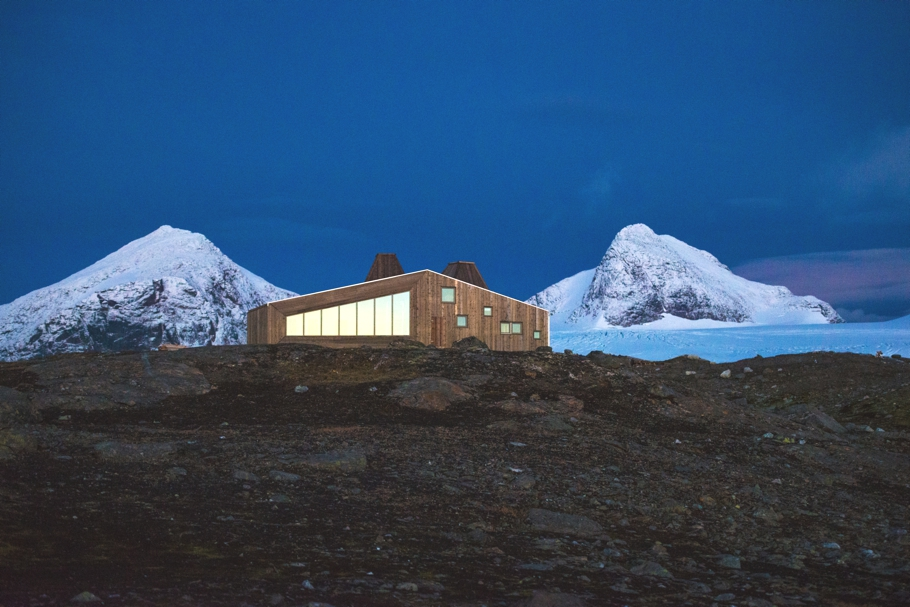 norway-remote-mountain-lodge-adelto-0005