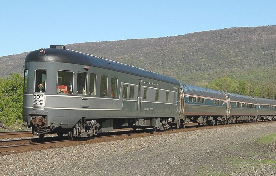 20th-century-limited-train-adelto-01