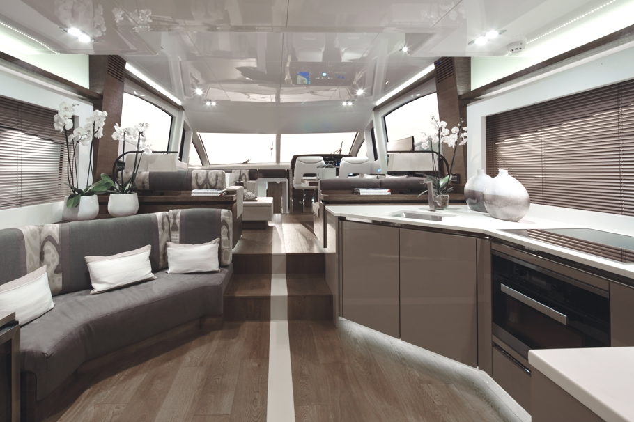 Kelly hoppen mbe designs incredible pearl 65 yacht for Yacht de luxe interieur