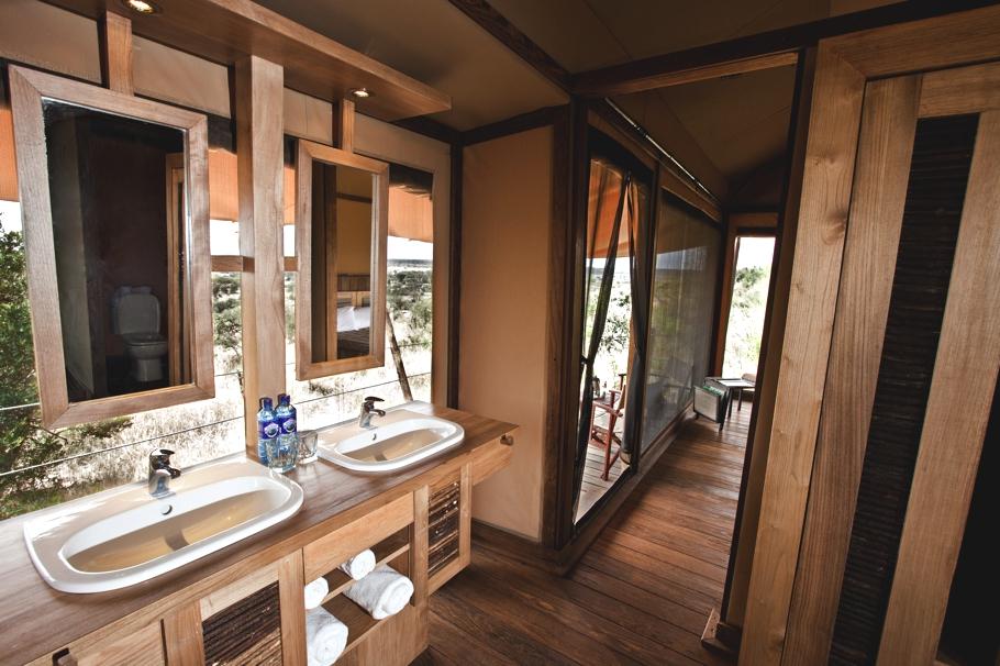 luxury-eco-safari-lodge-kenya-adelto-12