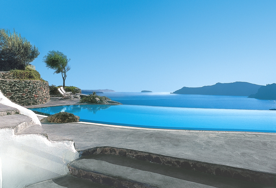 luxury-hotel-santorini-greece-adelto-00