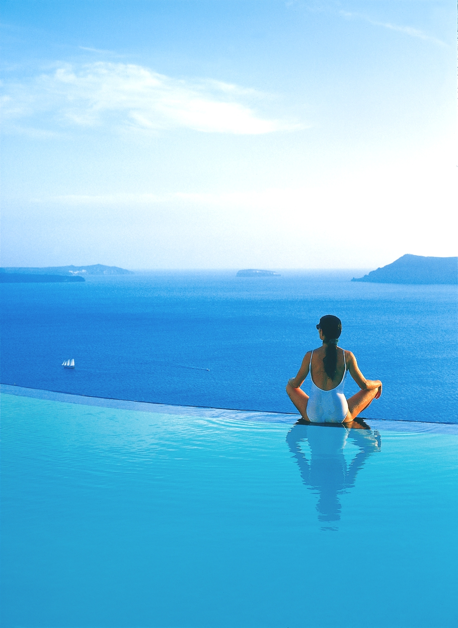 luxury-hotel-santorini-greece-adelto-01