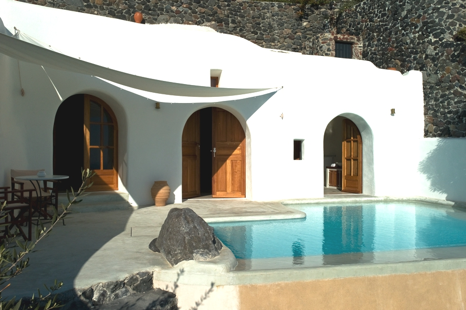 luxury-hotel-santorini-greece-adelto-02