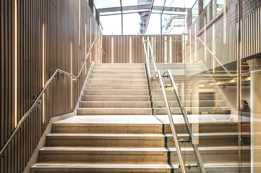 contemporary-building-design-ucl-adelto-00