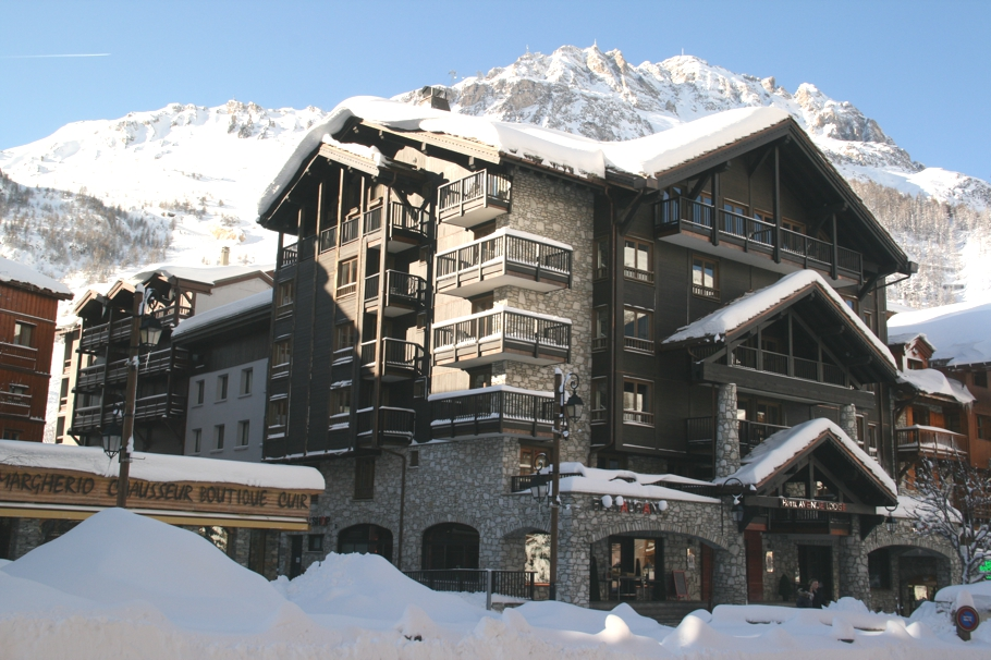 boutique-ski-chalet-france-alps-adelto-01