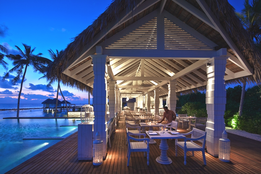 luxury-resort-hotels-maldives-adelto-00