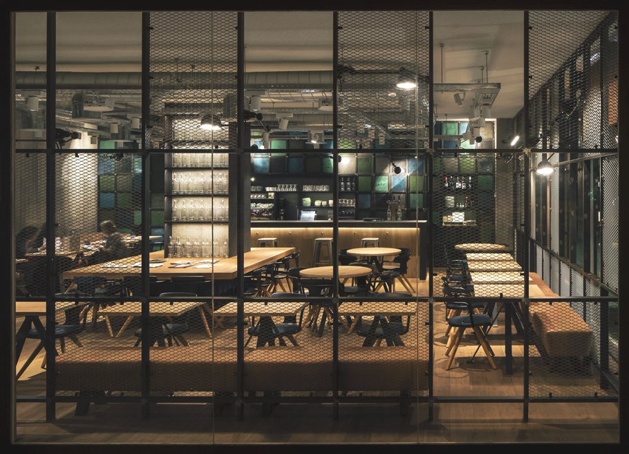 modern-cafe-bar-design-barcelona-adelto-02