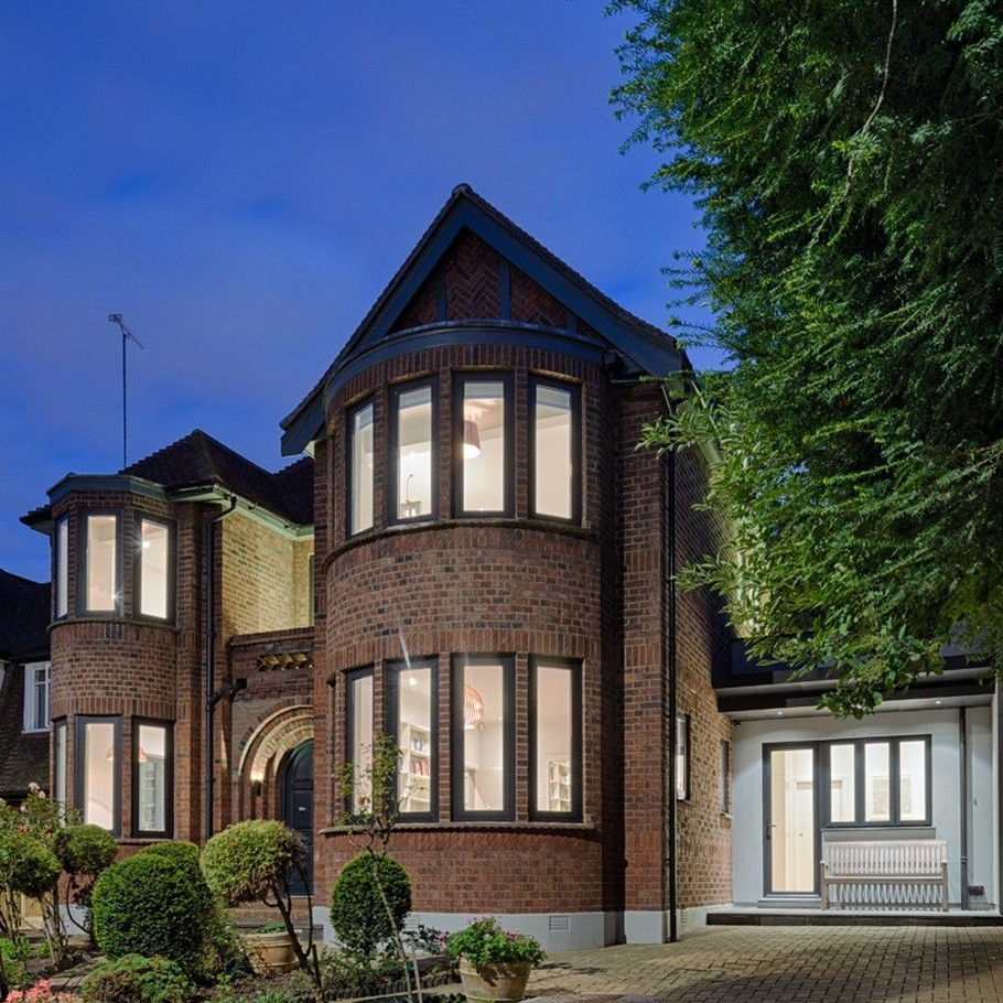 A Contemporary Extension To A 1930's London Property 1