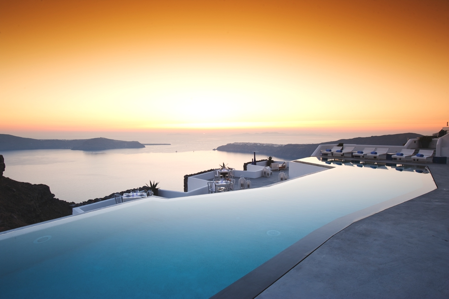 luxury-hotel-santorini-greece-adelto_00