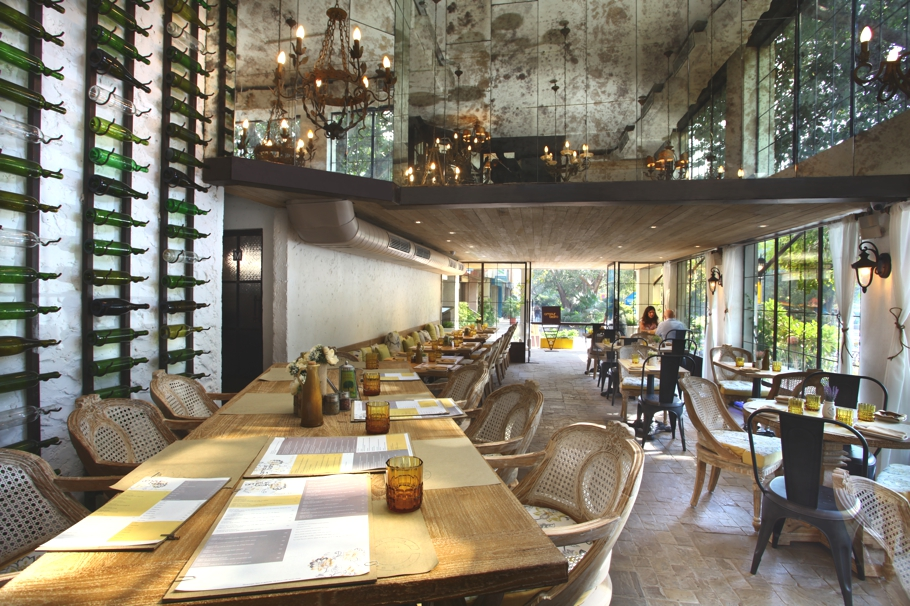 Modern restaurant with urban design elements, India « Adelto Adelto